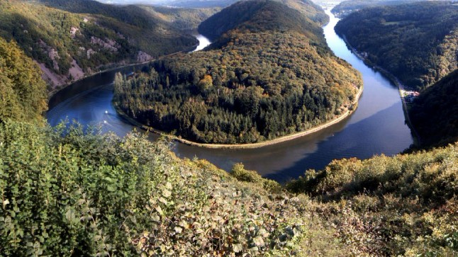 River Saar's famous bend near Mittlach, Saarland, Germany. Photo by Niesefrosch at Wikipedia; CC-BY-SA.